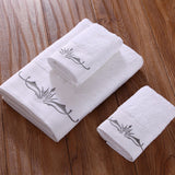 Embroidered white bath towels set