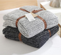 Knitted simplistic design throw