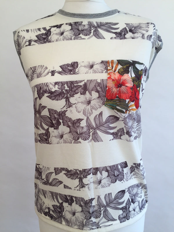 Masque Sleeveless T-Shirt - Flowers Grey and Red Pocket