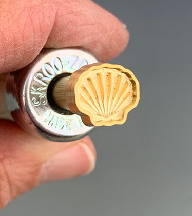 Leonardo Lampwork Scallop Shell Imprinter