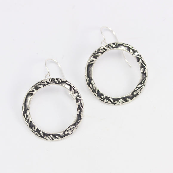 VIELÄ Halo earrings