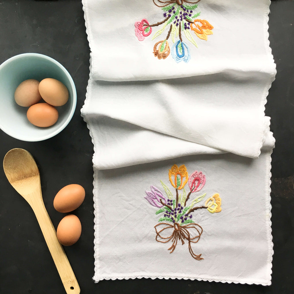 Vintage Embroidered Wool Table Runner - Colorful Tulip Bouquets with Scalloped Crocheted Edge