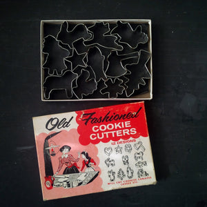 Old Fashioned Tin Cookie Cutters - Set of 11 Assorted Shapes - 1950s Novelty Manugacturing Company in Original Box