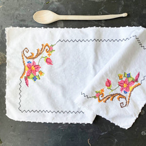 Vintage Embroidery Cross Stitch Table Runner with Pink Flowers 25x13