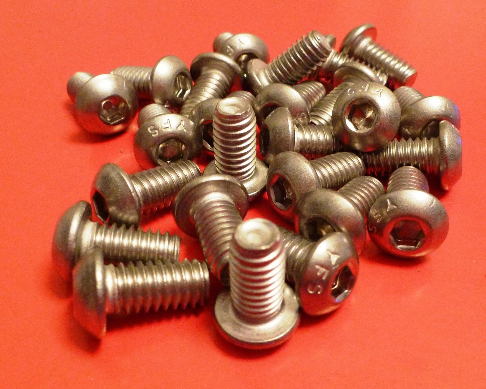 (STAINLESS) BUTTON HEAD SOCKET CAP SCREW