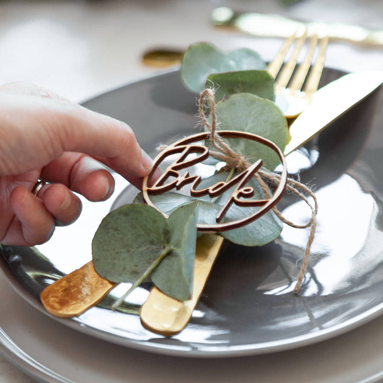 CIRCULAR NAME PLACE SETTING