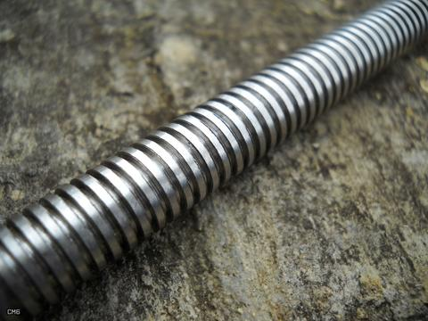 Photo of threads of a lead screw