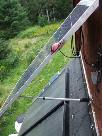 Solar tracking system with linear actuator closeup