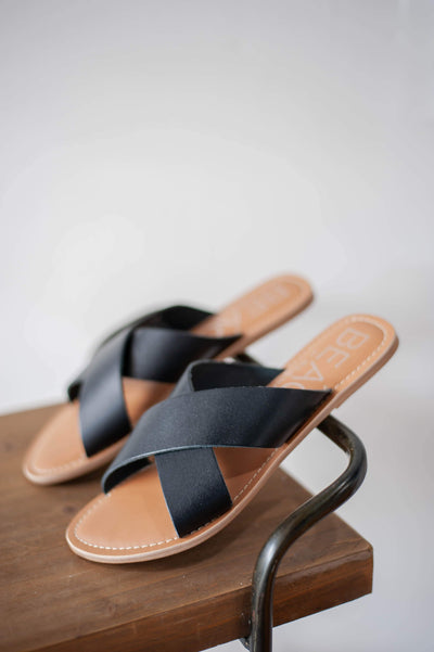 Pebble Black Slide
