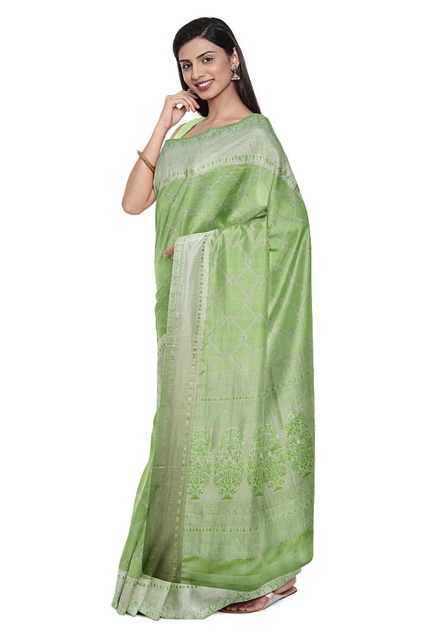 SIGNORAA LIGHT GREEN KANCHIPURAM SILK SAREE-KSL02558- Model View