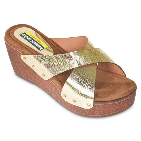 Kolapuri Centre Womens Gold Wedges