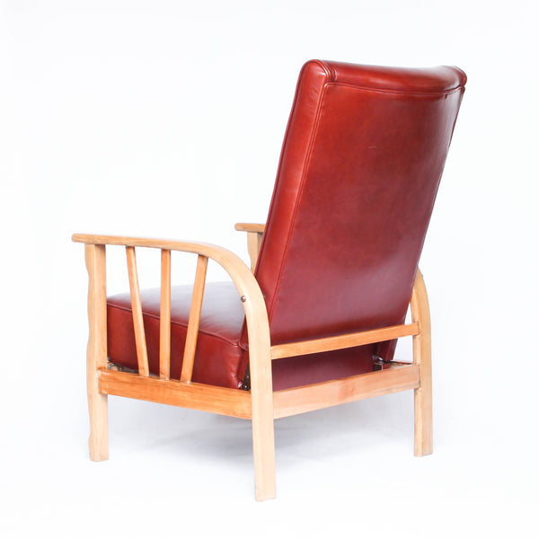 An Art Deco pair of leather reclining lounge chairs with oak, ash and beech frames. Reupholstered in old English chestnut leather at Jeroen Markies.