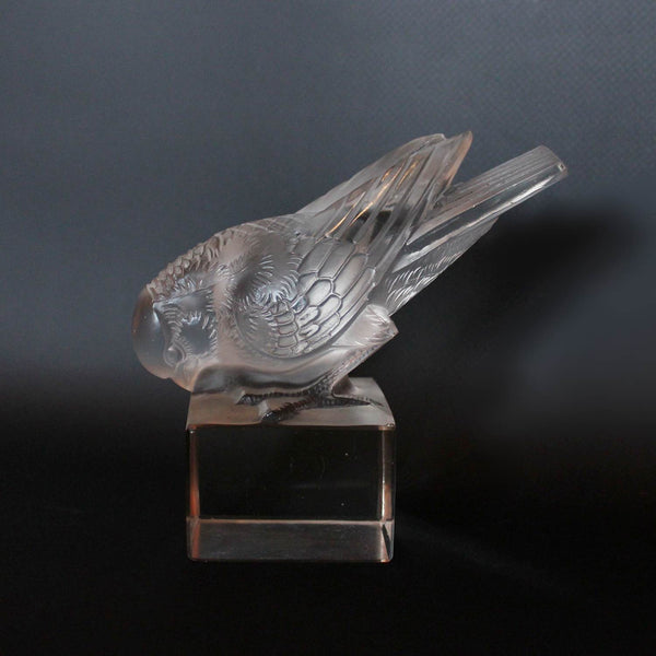 Rene Lalique Art Deco Moineau sur socle glass paperweight of a sparrow at Jeroen Markies