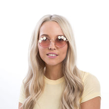 Load image into Gallery viewer, Grace Flower Round Frame Sunglasses - Accessory O