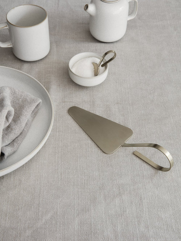ferm LIVING | Fein Cake Server - Brass
