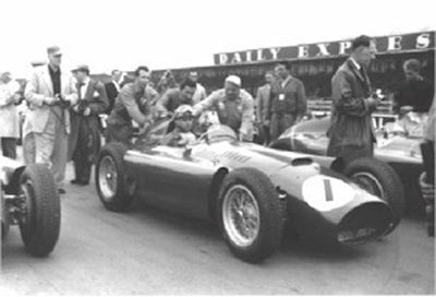 Fangio goes on to win in his Lancia-Ferrari D50