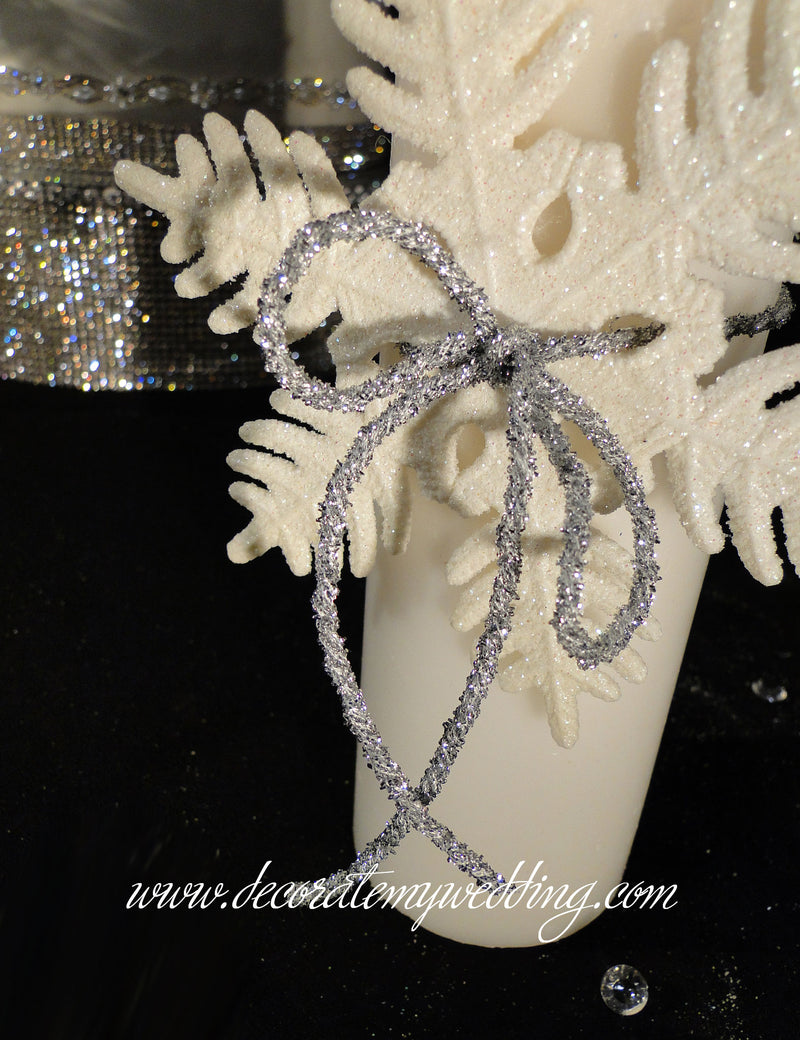 HOLLY Pillar Candle w/ Frosted Snowflake