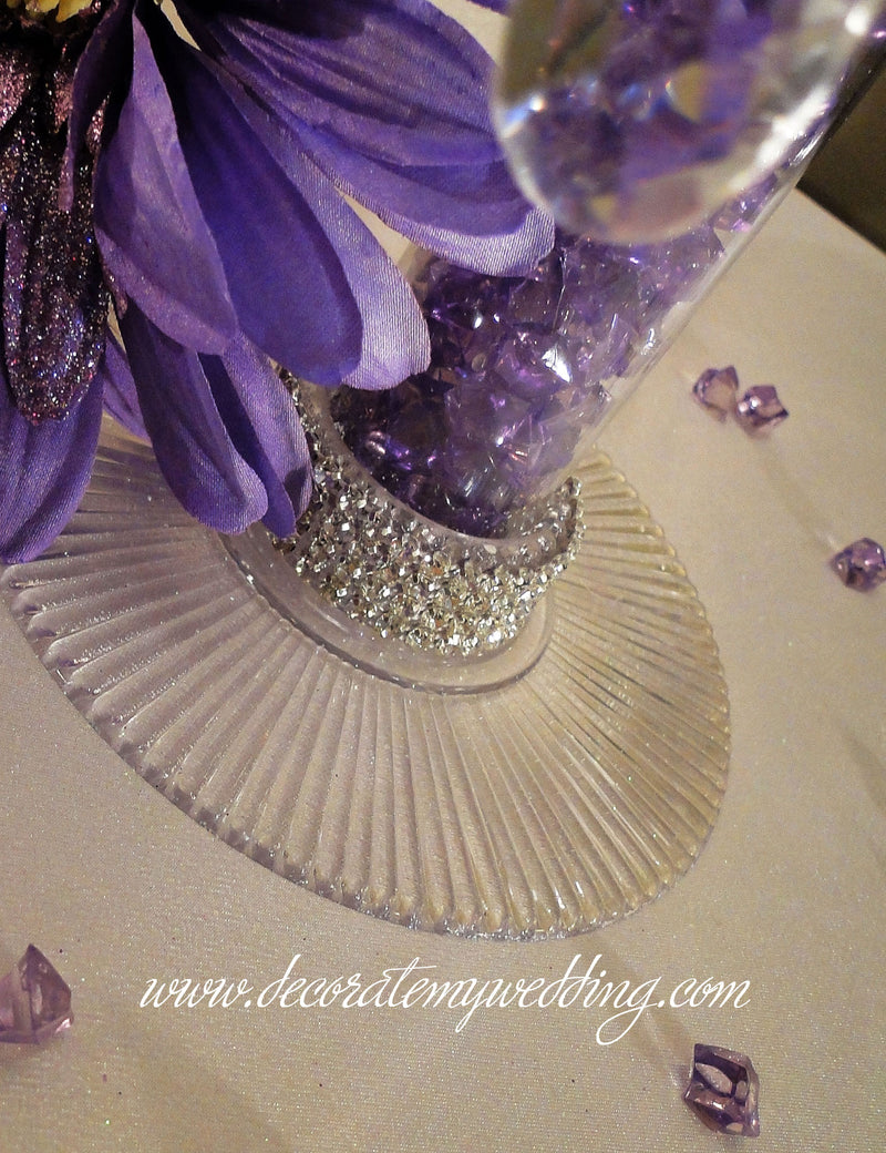 A close up look at the Swarovski rhinestone banding trim around the base of the centerpiece.