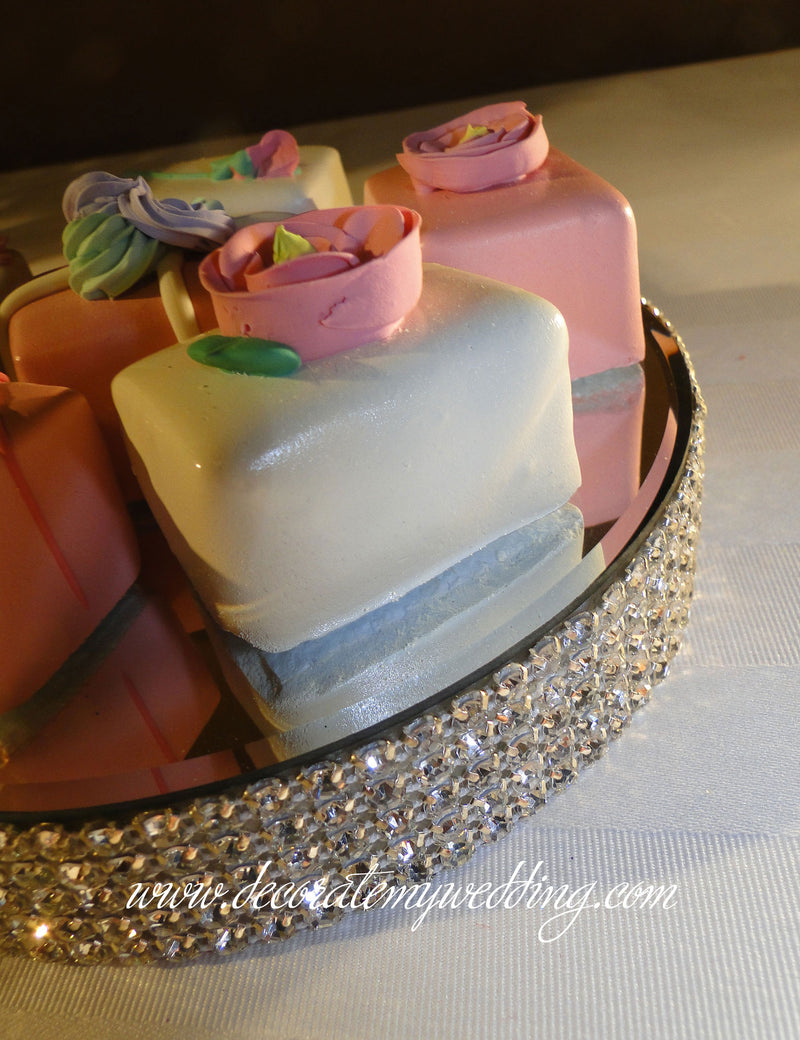 HOW TO USE - The candle holder can also be used to serve wedding candies and sweet treats.