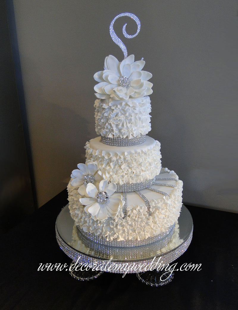 Full view of faux cake with spiral layer.