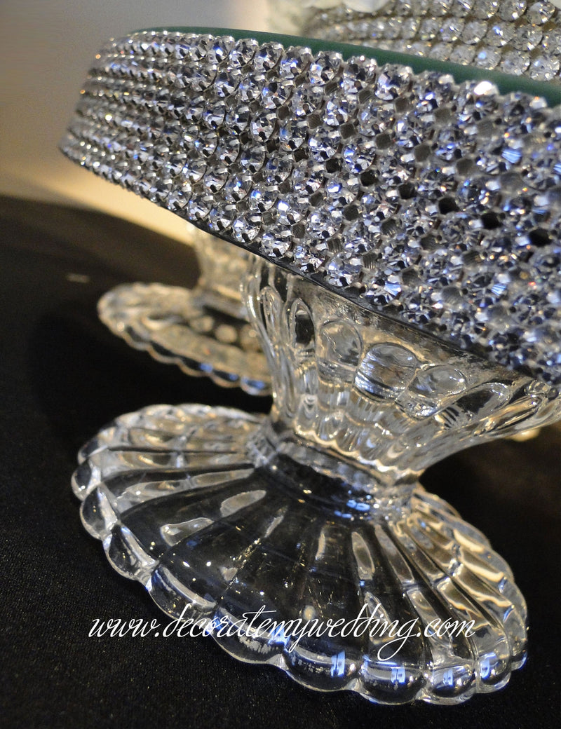 A close up look at the rhinestone banding that wraps around the footed cake stand.
