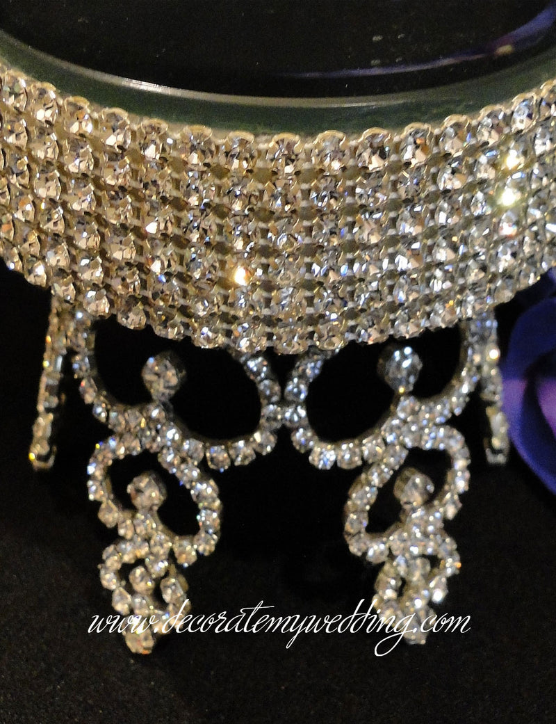 A close up look at the silver crystal rhinestones.