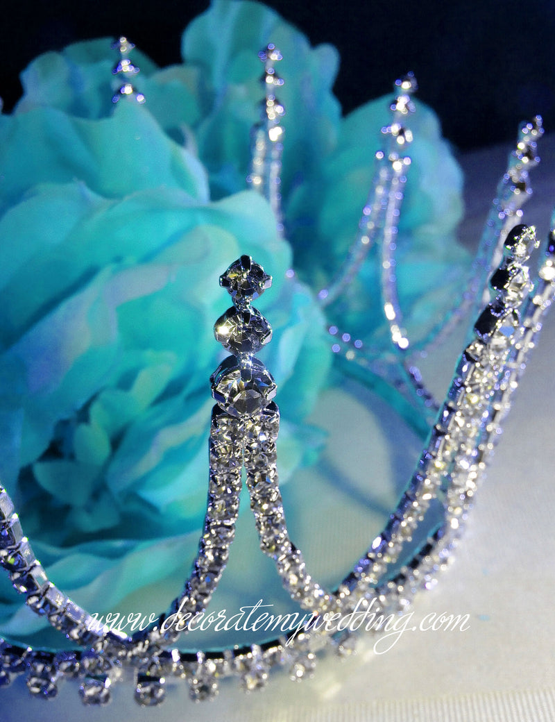 This princess crown cake topper has an architectural design which is completely covered with Swarovski rhinestones