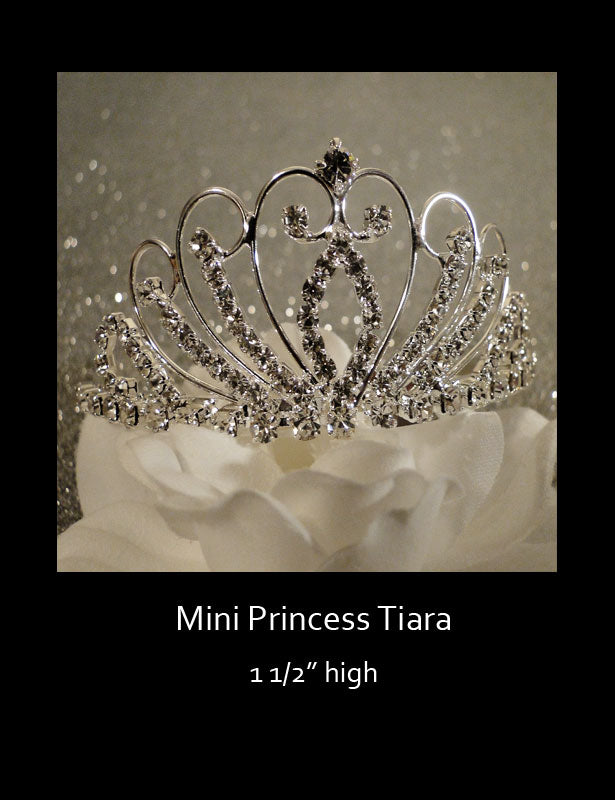 A front view of the tiara.
