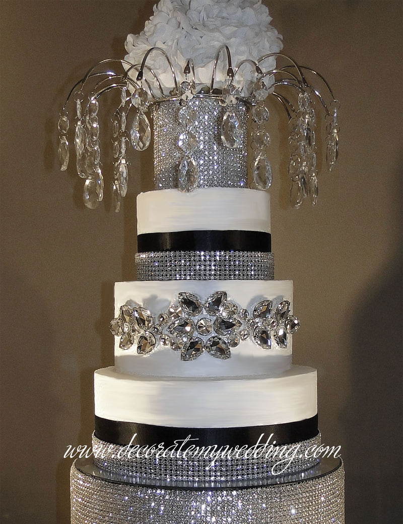 Full view of rhinestone buckle wrapped around a wedding cake layer.