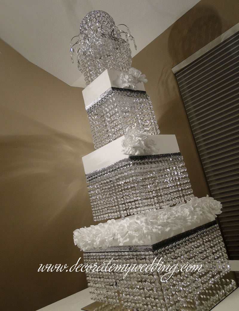 Stack these crystal tiers one on top of the other to create a wedding cake that feels as if it soars to the ceiling.