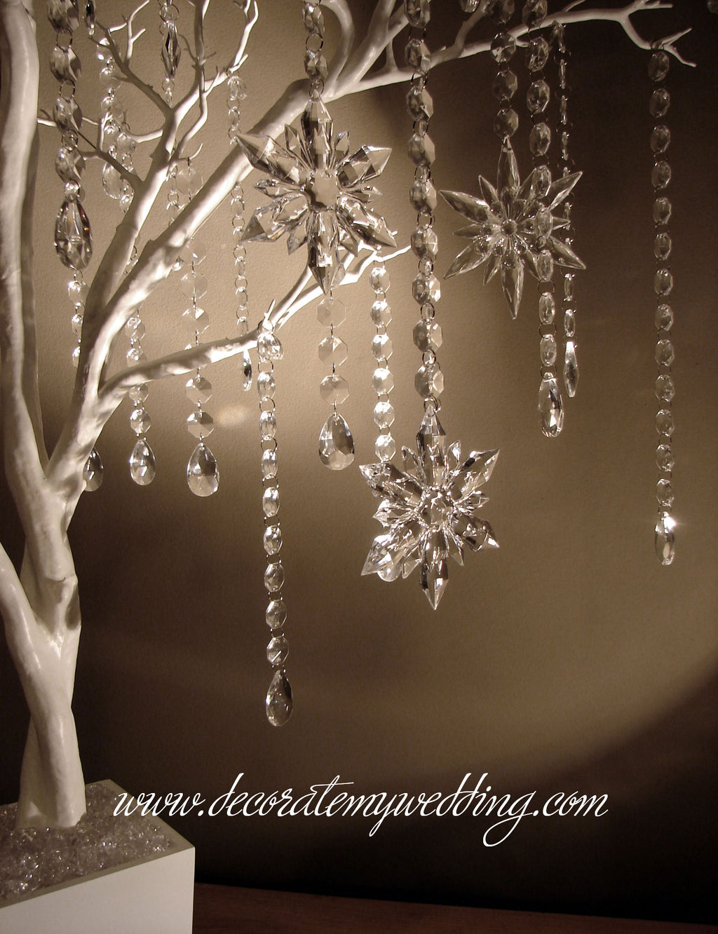 This snowflake tree kit includes a tree, octagon bead strands and teardrops, and gorgeous sparkling acrylic snowflakes.