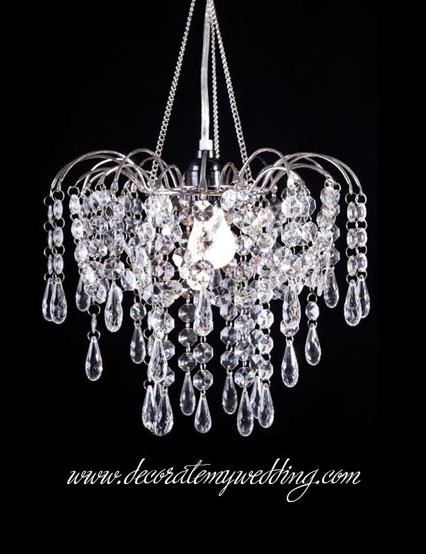 Full view of the vintage chandelier with chain and hook