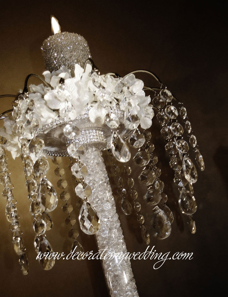 This wedding table decoration can be displayed with a candle, a flower arrangement, or both.