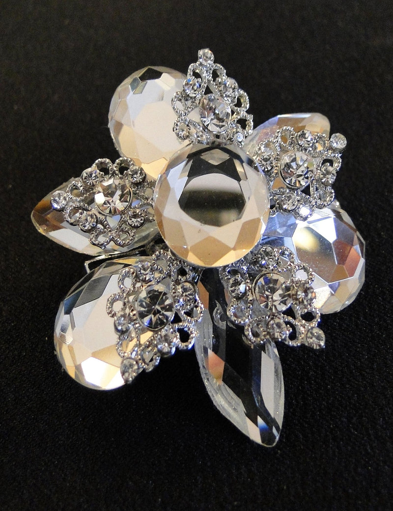 A close up look at the Megan brooch.