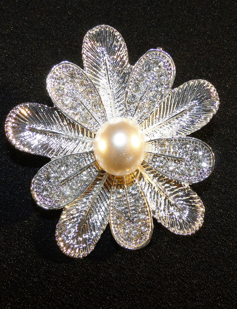 A close up look at the Sylvia brooch.