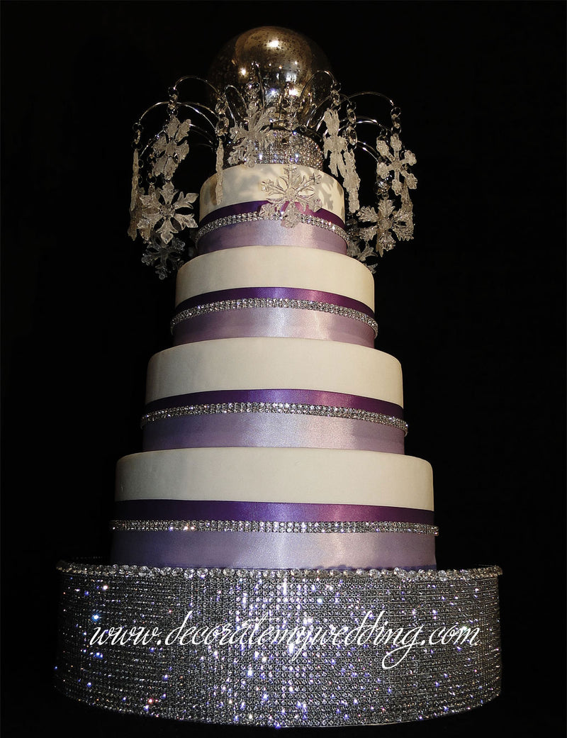 A full view of the snowflake cake topper, and paired with the Victoria Cake Platform.