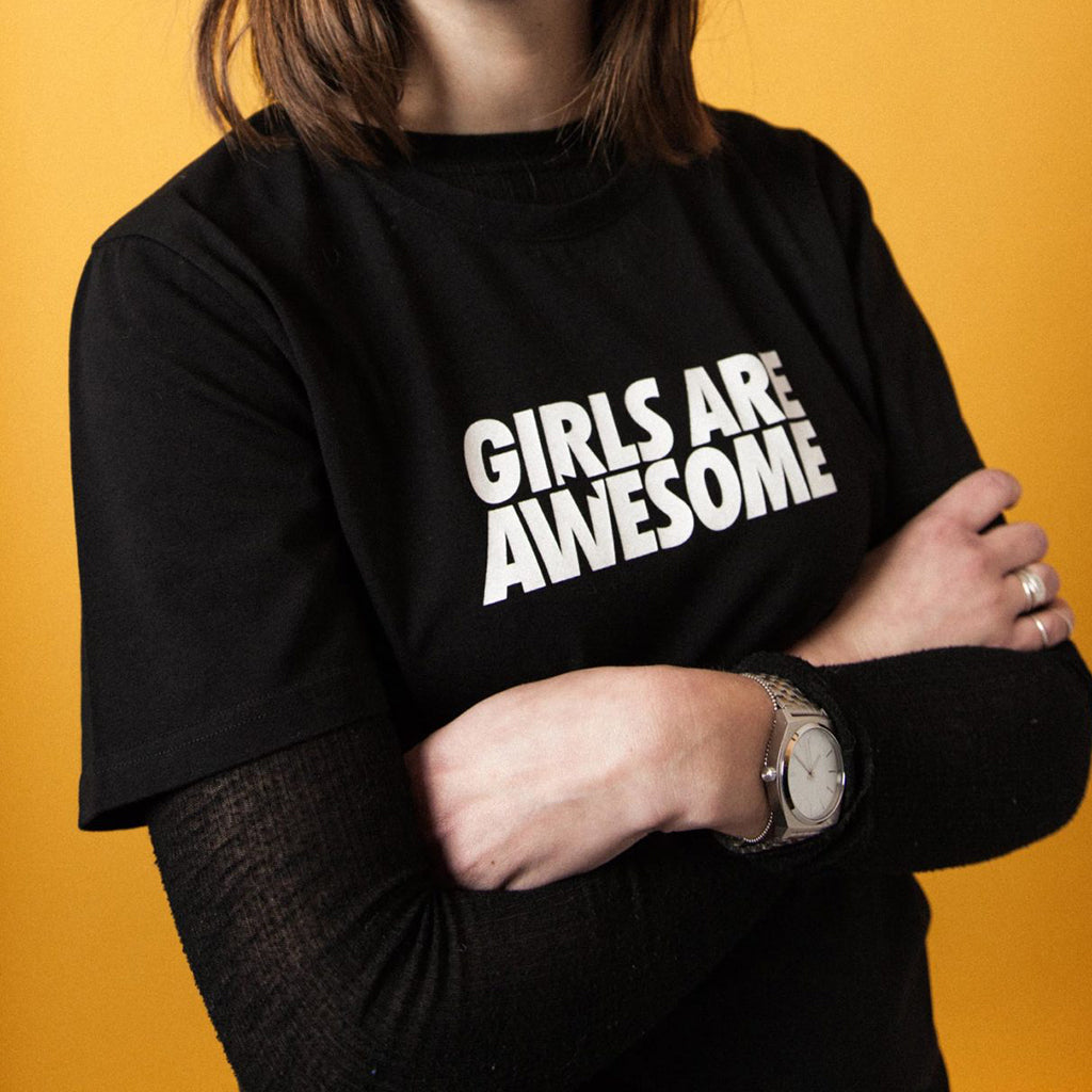 Girls Are Awesome Logo Sort Tee