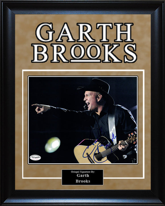 Garth Brooks - Signed 8x10 Photo
