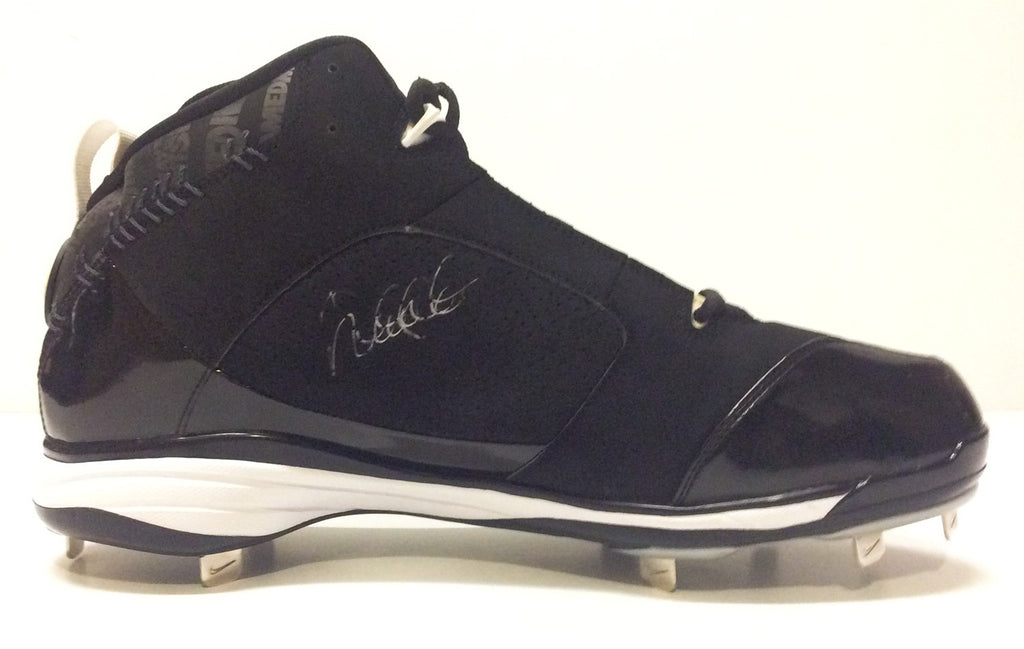 New York Yankees - Derek Jeter game used & signed cleats