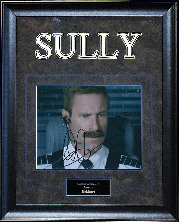 """Sully"" - Aaron Eckhart Signed 8x10 Photo"