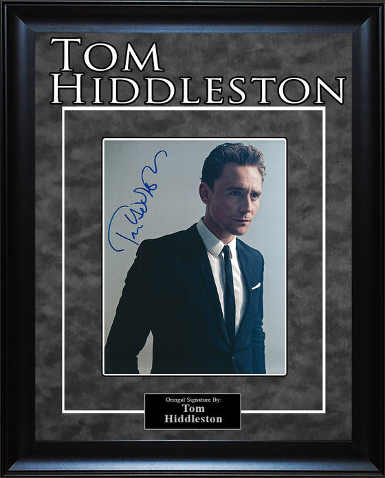 Tom Hiddleston - Signed 8x10 Photo