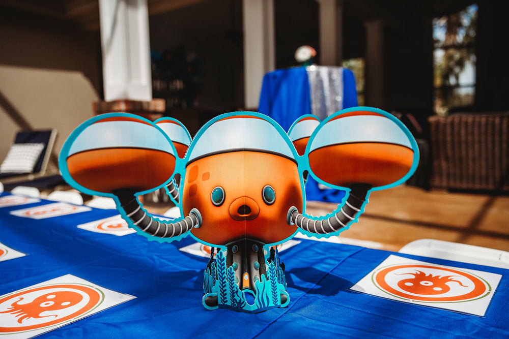 Closeup of Octonauts paper table centerpiece