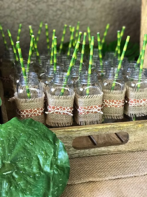 Drinks tray filled with milkbottles wrapped with burlap fabric