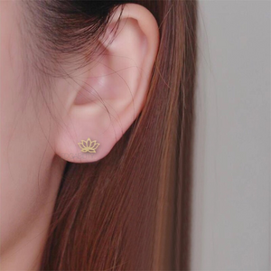 lotus gold earrings model view edgability