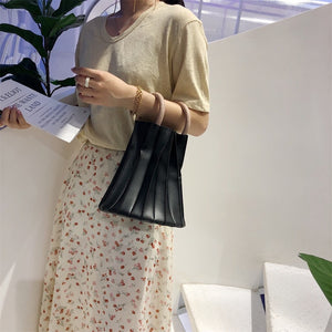 pleated bucket bag black bag edgability model view