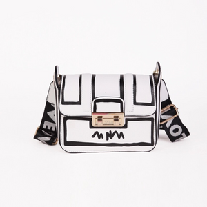 black on white sketch bag edgability