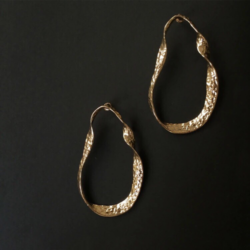 curved gold earrings gold jewelry edgability