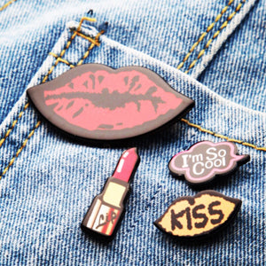 pout lipstick lips selfie brooch set model view edgability