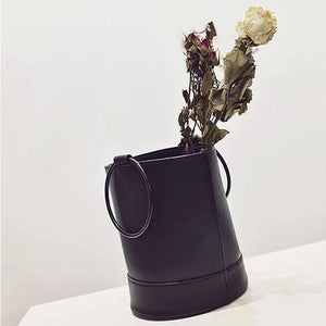 bucket bag black bag sling bag edgability side view