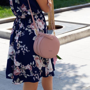 sandy pink bag round bag sling bag edgability model view